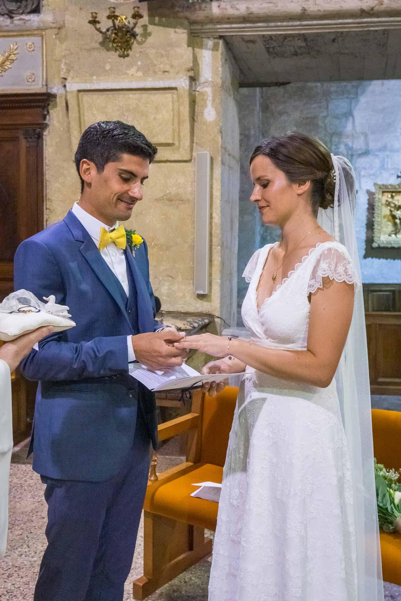 Mariage à Uzès, les mariés échangent leurs alliances