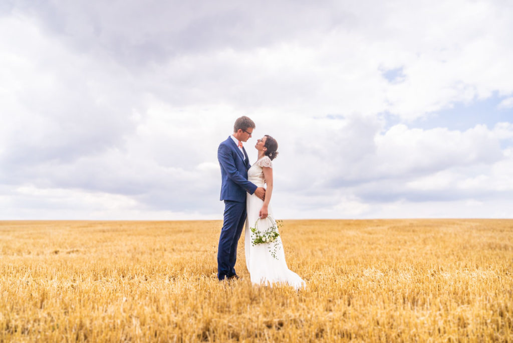 s'épouser dans un champ de blé