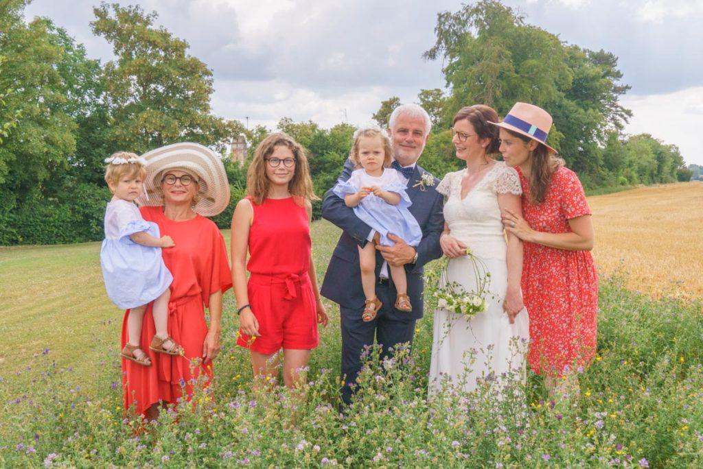 portrait de groupe de famille de la mariée